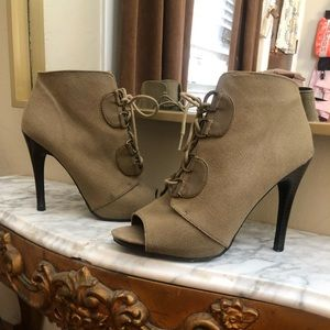 Canvas Army Green Elle Heels.  Size 8.